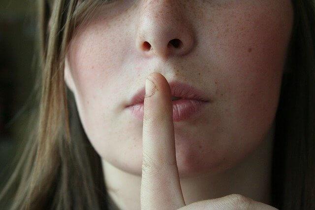 秘密を守ってもらうために知っておくべき7つの英語フレーズ